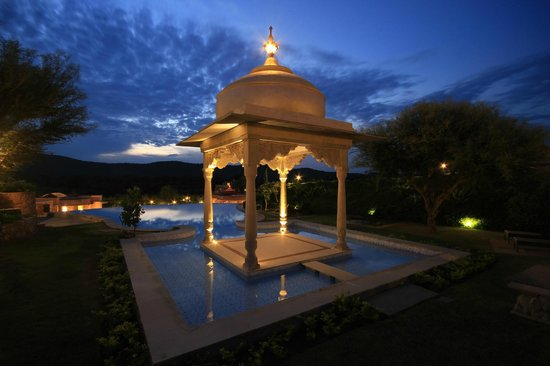 Tree of Life Resort & Spa Jaipur: Infinity Pool by night