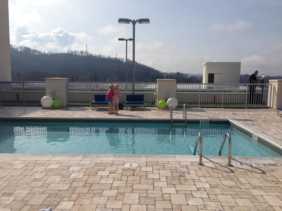 Aloft Asheville Downtown: Pool area on 3rd floor