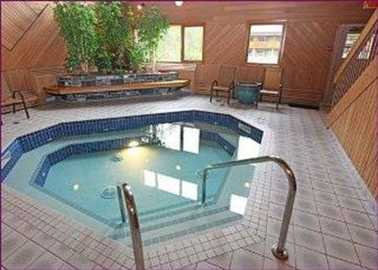 Mountaineer Lodge: Indoor Hot Tub