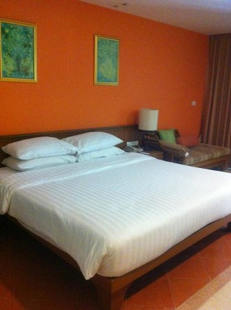 Ravindra Beach Resort & Spa: King Size Bed