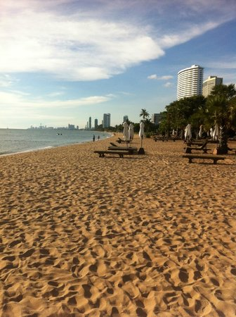 Ravindra Beach Resort & Spa : Private Beach