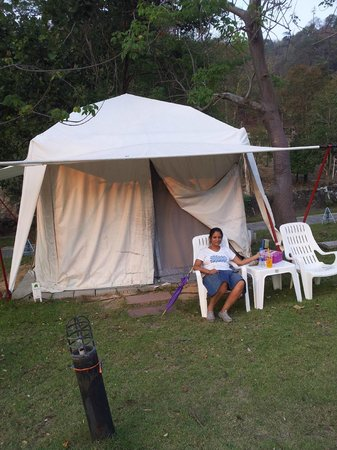 Es Ta Te Khao Kheow Resort : in front of out tent