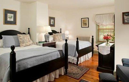 Thomas Shepherd Inn: Room 4; two full beds w/ensuite bath