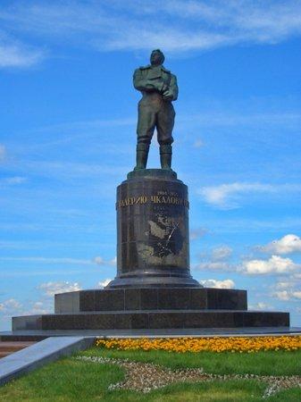Памятник валерию чкалову нижний новгород нижегородская область котляковское кладбище фото