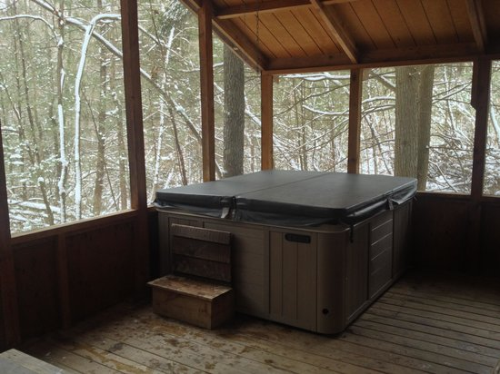 Opossum Creek Retreat Cabin Rentals: Hot tub in the woods!!