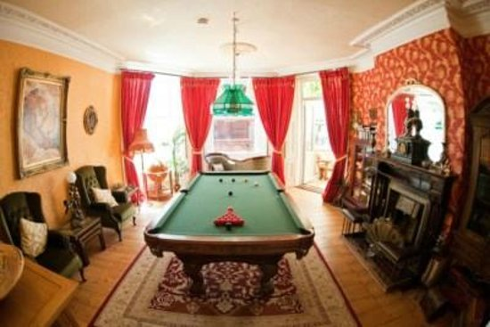 Enchanted Manor: The Snooker room