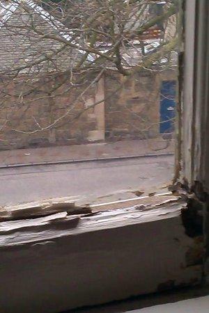 Ellersly House Hotel: Window trouble
