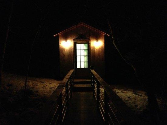Candlewood Cabins: bathroom/kitchen