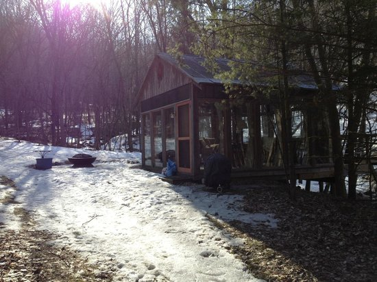 Candlewood Cabins : looking up the path to the cabin