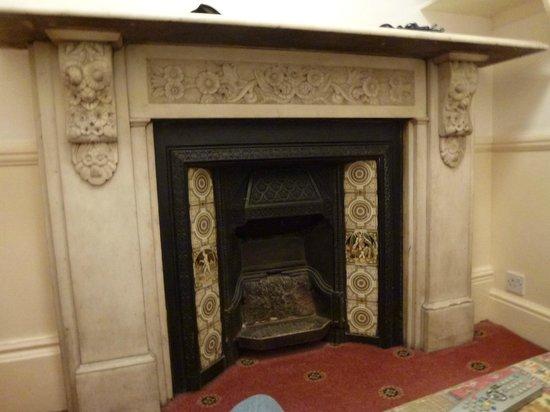 Jesmond Hotel: Fireplace in Room 7