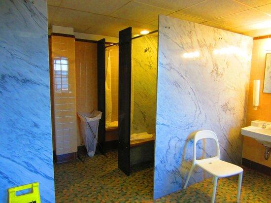 Kripalu Center for Yoga & Health: Bathroom 4th Floor Showers
