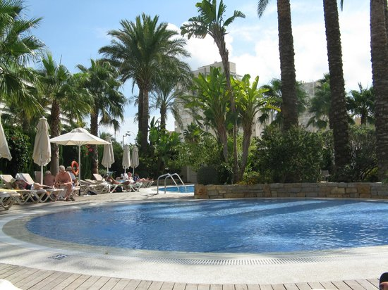 AR Diamante Beach SPA Hotel & Convention Centre: Poolside