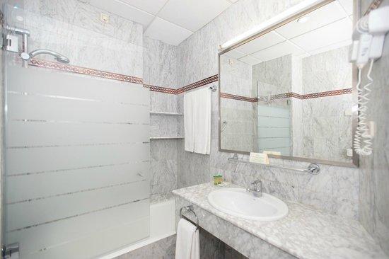 Cuarto de baño: fotografía de Hotel América - Sevilla, Sevilla ...