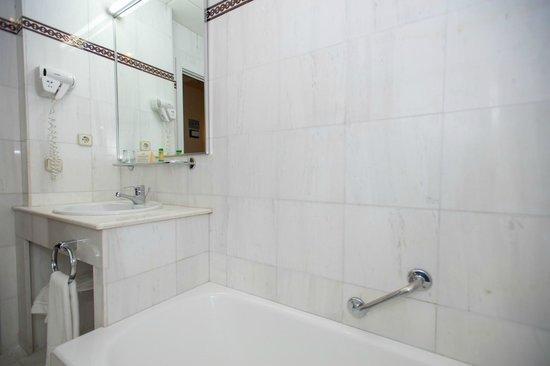 Foto de Hotel América - Sevilla, Sevilla: Cuarto de baño habitación ...