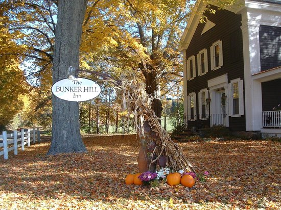 Bunker Hill Inn: Fall at the Inn