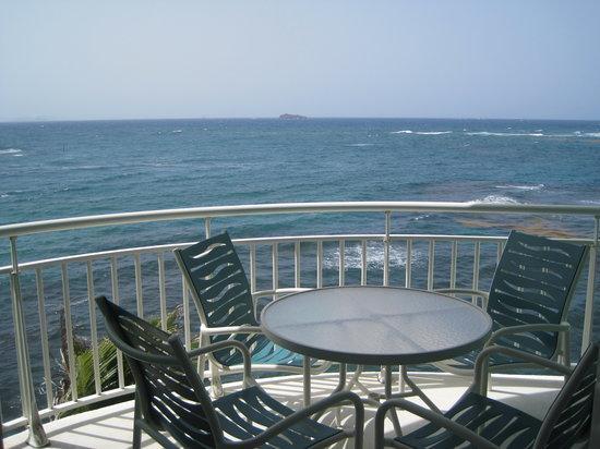 Oyster Bay Beach Resort: Amazing balcony view of Saba