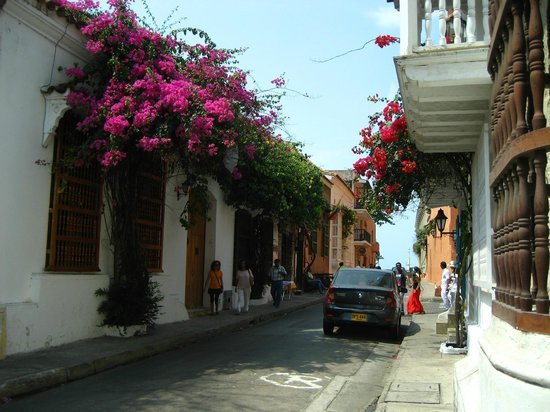 Muraille : Walking in the midst or within the walls of Cartagena, Colomibia
