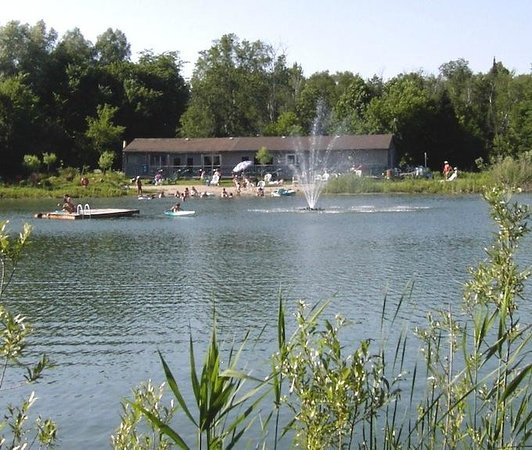 East Gwillimbury, Canada: Beach and lake