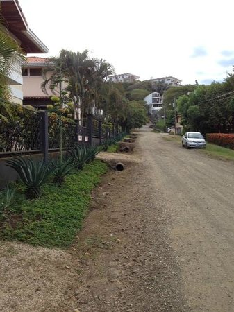 Villa del Sueño: the public road from the main hotel to the villa side