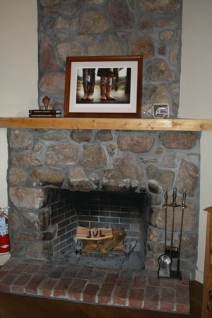 Lost Valley Ranch: Woodburning fireplace
