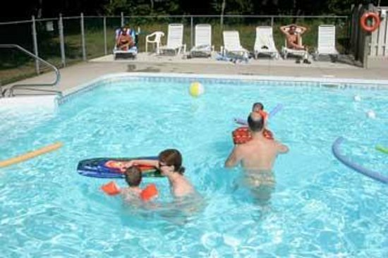 Bare Oaks Family Naturist Park: Family fun in the pool