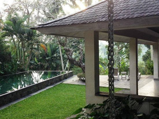 Chapung SeBali Resort and Spa: View of the outdoor livingroom and the pool