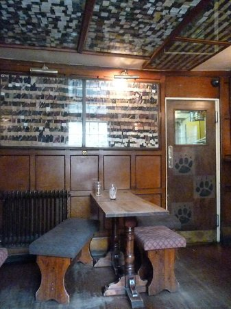 The Bear Inn: Pareti a cravatte