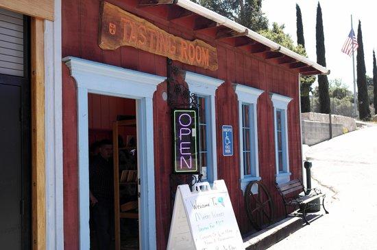 Stagecoach Wine Tours Santa Ynez: Mosby Tasting room