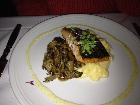 Madison Beach Hotel, Curio Collection by Hilton: Salmon dinner
