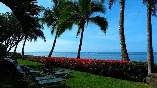 Lahaina Ss Beach Resort Grounds