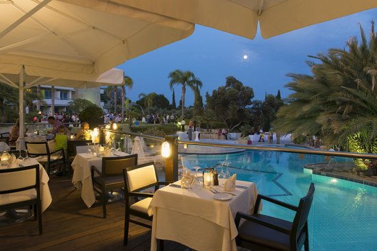 Mediterranean Beach Hotel: Ristorante Bacco Terrace