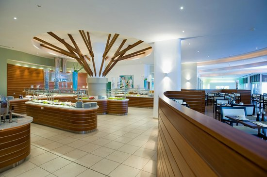 Mediterranean Beach Hotel: Aquaria Restaurant