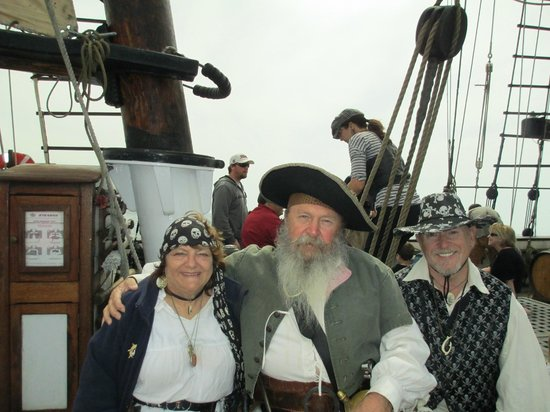 Дана-Пойнт, Калифорния: Pat & Katie O'Brien with one of the Friendly Pirates aboard our adventure