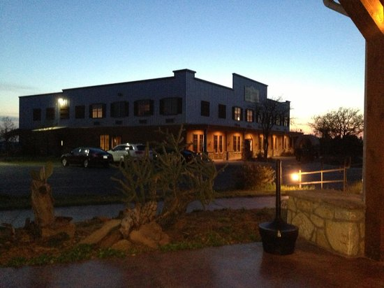 Wildcatter Ranch: The hotel at night.