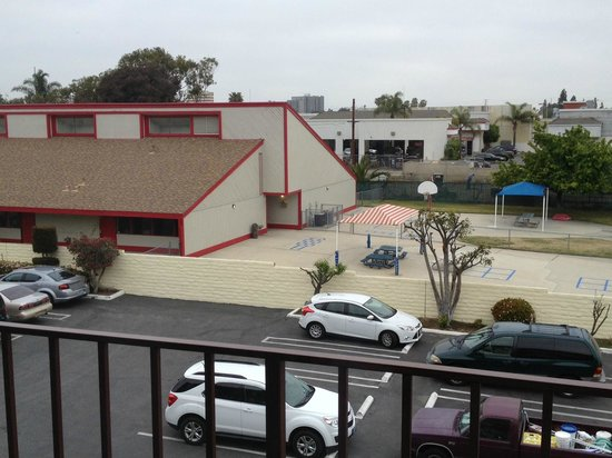 Best Western Surf City: View from the 3rd floor overlooking the parking lot and preschool.