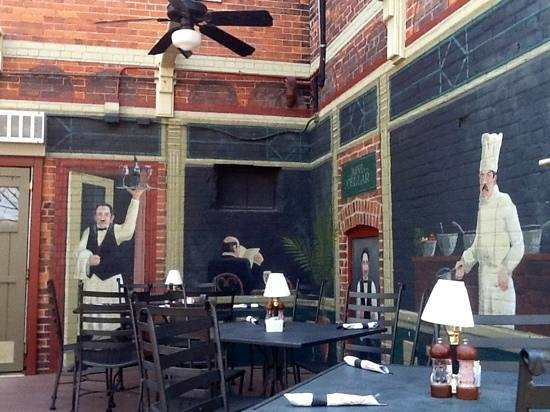 La Roe's Restaurant : The back deck overlooking the river