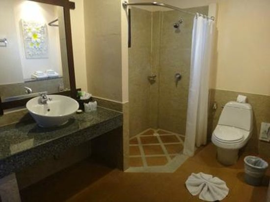Baan Chaweng Beach Resort & Spa: Bathroom
