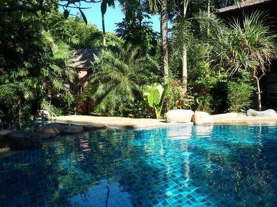 Somkiet Buri Resort: Pool in the morning