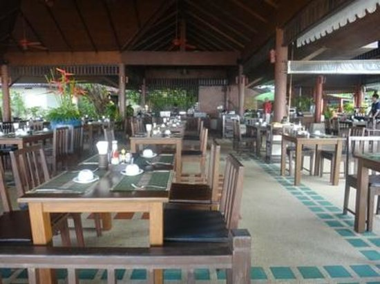 Baan Chaweng Beach Resort & Spa: Breakfast  and dining area facing the beach