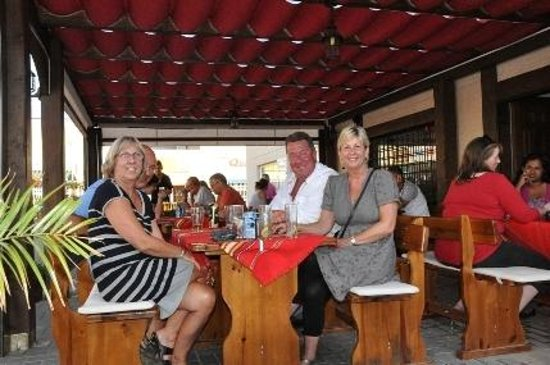 Bulgarian Restaurant Camposol: outside in the sun