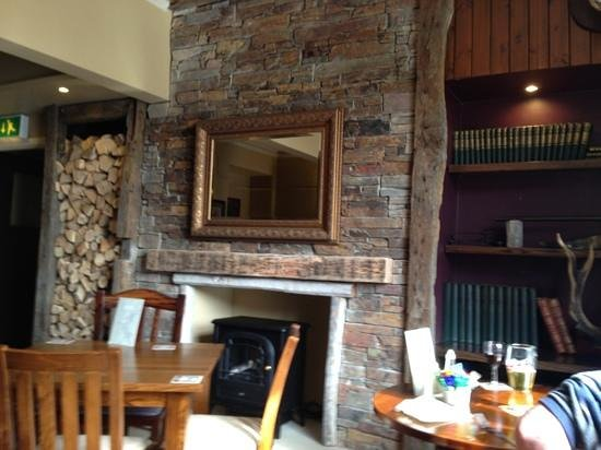 The Buck Hotel : the fireplace