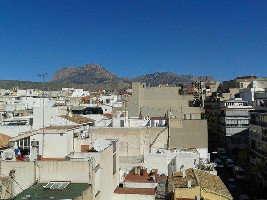 Estudios Benidorm: Mountains and town