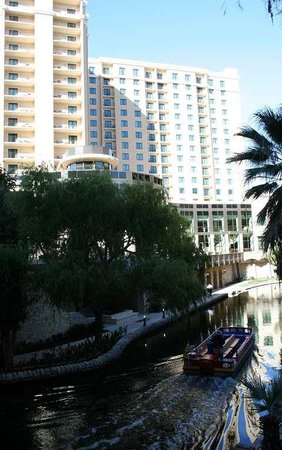 Embassy Suites by Hilton San Antonio Riverwalk-Downtown: Exterior