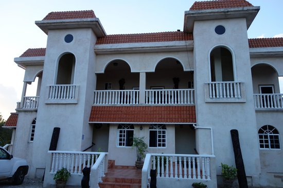 Serenity Sands B&B: front view of property