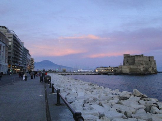 lungomare napoli - Picture of Via Caracciolo e Lungomare di Napoli ...