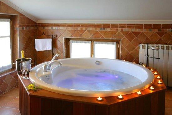 Habitacion con jacuzzi picture of hotel el juglar olite tripadvisor - Habitacion con jacuzzi zaragoza ...