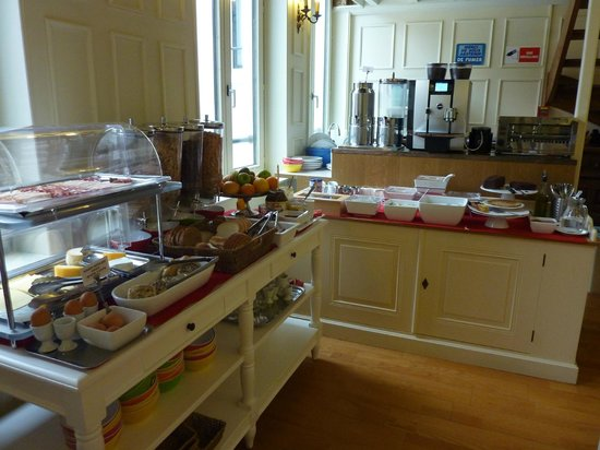 La Legende Hotel: Breakfast
