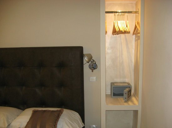 Hotel Navona: Open closets on either side of bed prevent left behind clothing