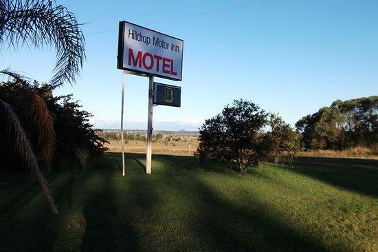 Hilldrop Motor Inn : motel gardens