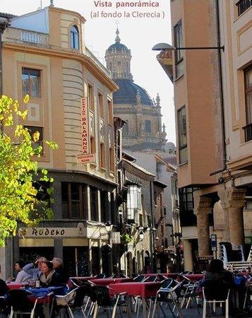 Pension Salamanca: Vista del hostal desde Plaza del Corrillo